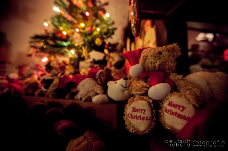Áldott, békés, boldog Karácsonyt! :)