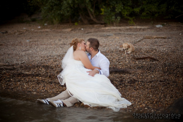 Zsuzsi és Csabi Trash The Dress